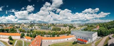 立陶宛维尔纽斯 全景都市风景老镇的现代城市和部分 免版税库存照片