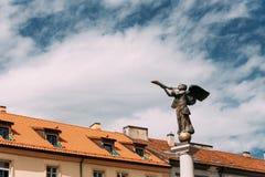 立陶宛维尔纽斯 吹在主要的天使的雕象一个喇叭 库存图片
