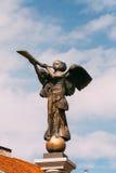 立陶宛维尔纽斯 吹在主要的天使的雕象一个喇叭 库存照片