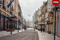 立陶宛 维尔纽斯老街道  新年度在维尔纽斯 2017年12月31日 免版税库存照片