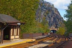 竖琴师在西维吉尼亚,美国运送铁路隧道 图库摄影