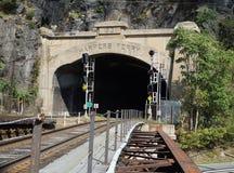 竖琴师轮渡-火车轨道和隧道 免版税库存照片