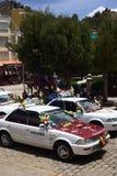站在队中为保佑的出租汽车在科帕卡巴纳,玻利维亚 免版税库存照片