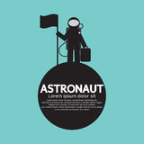 站立与在行星的旗子的宇航员 库存照片