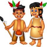 站立与微笑的甜印地安女孩adn人动画片 免版税库存照片
