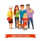 站立与愉快的微笑一起的大家庭 免版税库存图片
