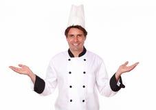 站立与棕榈的专业厨师 免版税库存图片
