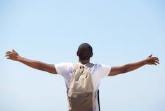站立与胳膊的年轻黑人被伸出 免版税图库摄影