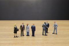 站立与队的事务一个微型图 免版税库存照片