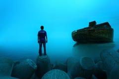 站立与驳船船的一个人… 库存图片