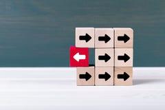 站立仔细考虑不同 个性和领导概念 免版税图库摄影