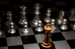 站立出于人群个性概念奇怪的棋 免版税库存图片