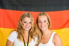 站立反对德国旗子的女运动员 库存图片