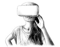 站立和微笑在虚拟现实玻璃的女孩 图库摄影