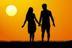 站立和握手的男人和妇女剪影在日落 也corel凹道例证向量 皇族释放例证