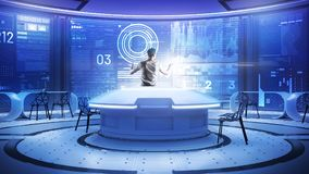 站立在一个透明屏幕前面的殷勤软件开发商 免版税库存照片