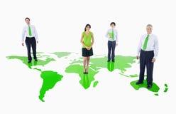 站立在一个绿色世界的绿色商人 免版税库存图片