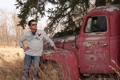 英俊的人和卡车 免版税图库摄影