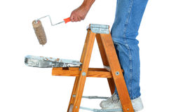 梯子的画家与漆滚筒 库存图片