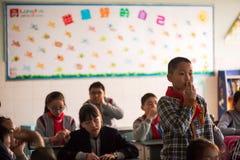 站立在中国学校的男小学生 库存照片