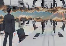 站立在云彩的被倒置的办公室的商人 免版税图库摄影