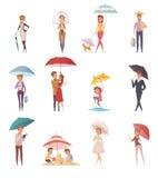 站立在伞下的人们 免版税库存图片