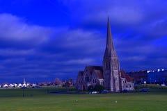 站立在公园中间的一个大教会 图库摄影