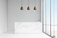 站立在办公室大厅里的白色总台的正面图 有在它和一个全景窗口上的三盏灯 皇族释放例证