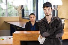 站立在办公室招待会的送货人 库存图片