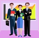站立在办公室的确信的商人 商人和女实业家西装的 免版税库存照片