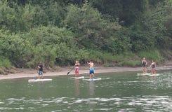站立在北部萨斯喀彻温省的桨搭乘 免版税库存照片