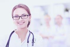 站立在医院的妇女医生画象 免版税图库摄影