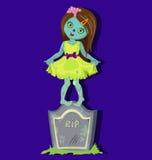 站立在墓碑的蛇神女孩 免版税库存图片
