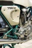 站立在大众集团论坛驱动的杜卡迪750超级体育摩托车在柏林,德国 免版税库存图片