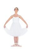 站立在姿势的沉思年轻跳芭蕾舞者 免版税库存图片