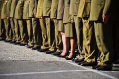 站立在形成的制服的战士在军事仪式期间 免版税库存照片