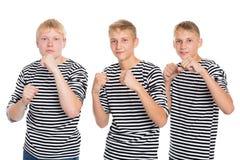 站立在拳击手的姿势的年轻人 库存图片