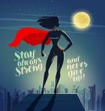 站立在摩天大楼的屋顶的超级英雄妇女 漫画动画片传染媒介例证 皇族释放例证