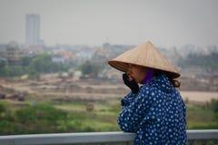 站立在桥梁的妇女在海防,越南 图库摄影