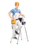 站立在梯子的男性电工 库存照片