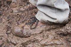 站立在泥 免版税图库摄影