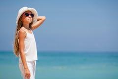 站立在海滩的青少年的女孩 库存照片