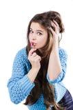 站立在白色背景和拿着一支红色唇膏的一件蓝色毛线衣的美丽的女孩 被洗染的嘴唇 库存照片