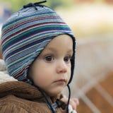 站立在秋天公园的小男孩 免版税图库摄影