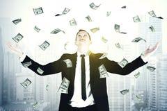 站立在美元雨下的欧洲商人 免版税库存图片