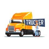 站立在重的黄色长途卡车旁边的卡车司机 免版税库存图片