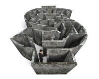 站立在金钱形状迷宫的人 免版税库存照片