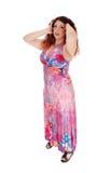 站立在长的礼服的妇女 免版税库存照片