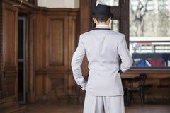站立在餐馆的探戈舞蹈家背面图 库存照片
