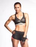 站立在高雅po的白色背景的西班牙女运动员 免版税库存照片